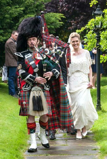 Bagpipes for the happy Bride & Groom